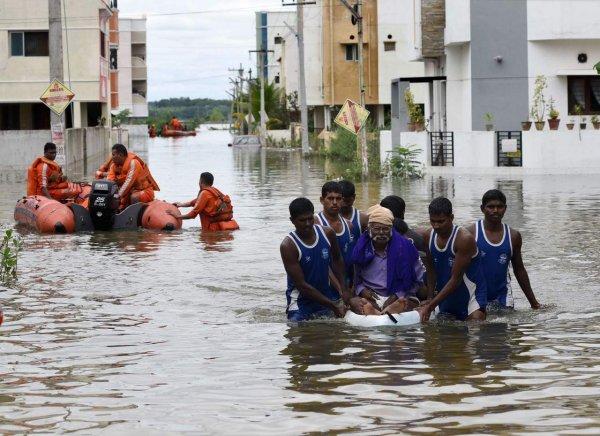 В Индии во время наводнения скончалось 17 человек