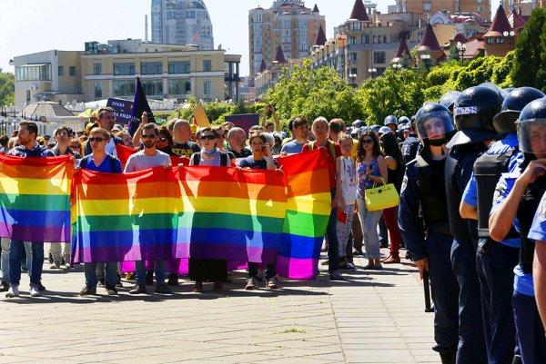 Экс-глава Харьковской области считает, что геи опустили неонацистов в Киеве