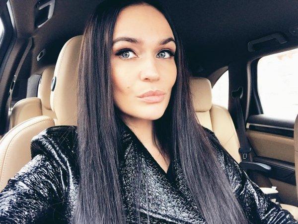 Алена Водонаева не брезгует «толстыми» автомобилями