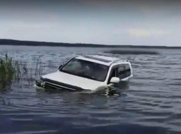 Это вам не УАЗ: В Татарстане утопили внедорожник Toyota Land Cruiser 200