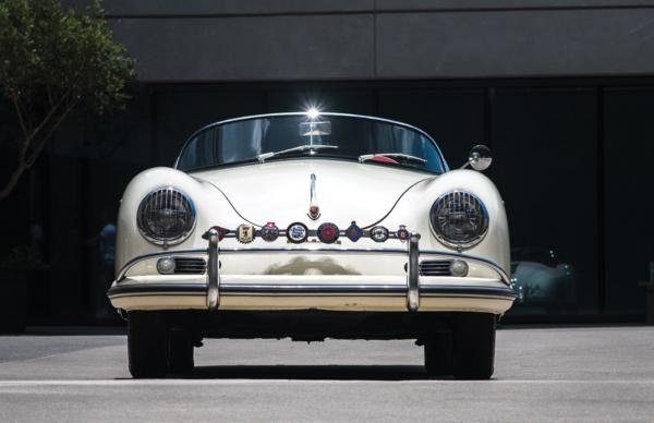 В США на аукционе продадут скоростной спорткар Porsche 1956 года