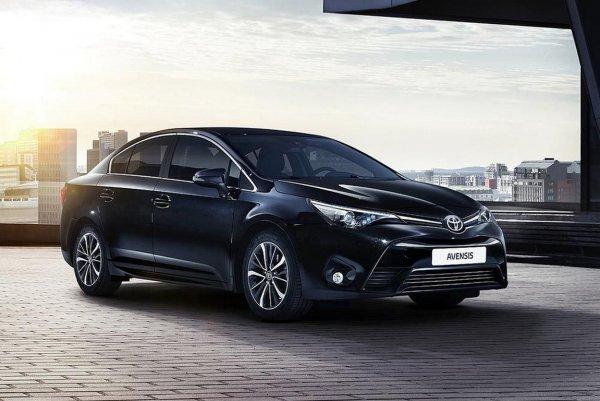 В Европе седан Toyota Avensis заменит новая Camry