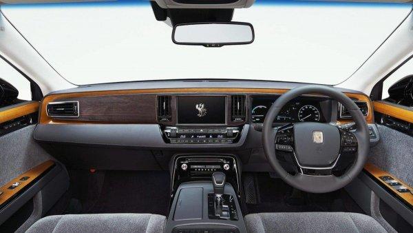 На рынок выходит новый седан Toyota Century за 11 млн рублей