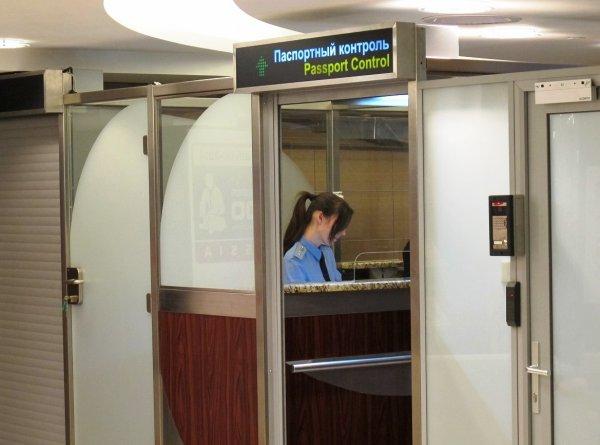 Эксперт: Киев вскоре может ввести визовый режим с Россией
