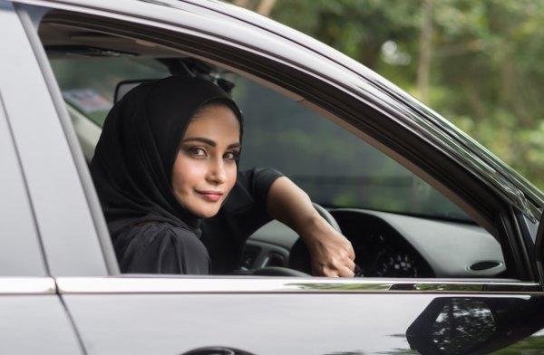 Женщинам Саудовской Аравии разрешили водить автомобиль