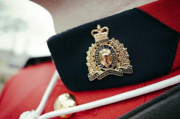 Канадские полицейские задержали грабителей-неудачников, которые не смогли вырваться из магазина