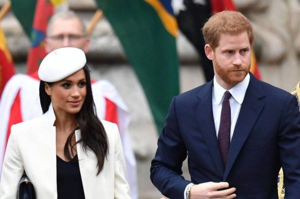 Неловкий момент: Принц Гарри отказался держать за руку свою супругу Меган Маркл