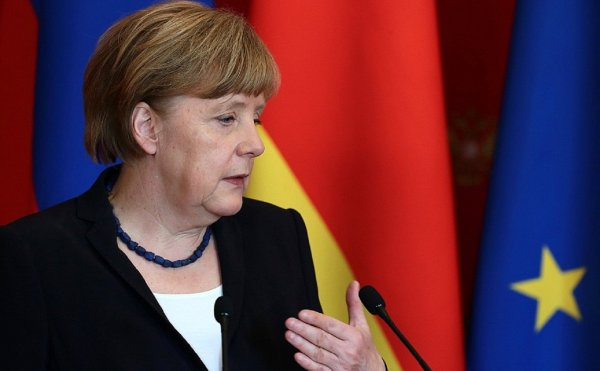 Меркель и руководитель МВД Германии достигли соглашения по проблеме мигрантов