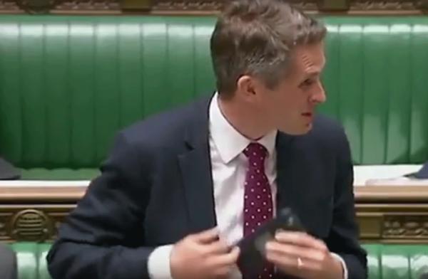 В Британии речь обсуждающего Сирию министра прервал помощник Siri