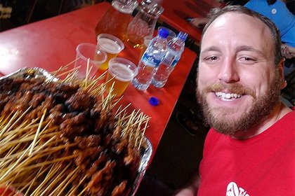 Новый рекорд: Американец съел 74 хот-дога за 10 минут