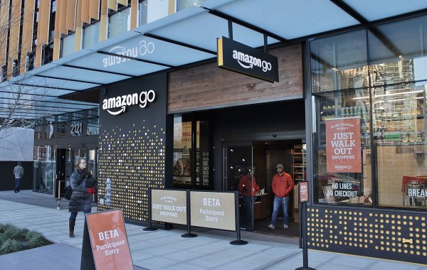 Более 100 млн единиц товара сумела продать Amazon за 36 часов