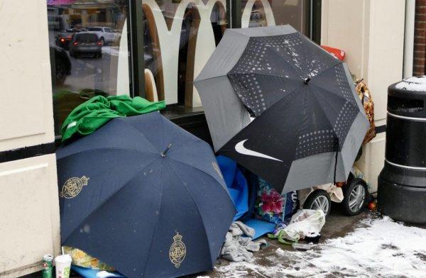 Тысячи работников Prada не могут позволить себе дом и спят на улицах Великобритании