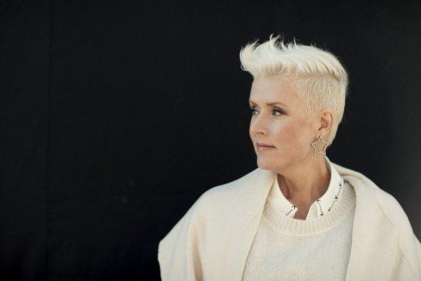 47-летняя «голос» Финляндии умерла от рака щитовидной железы