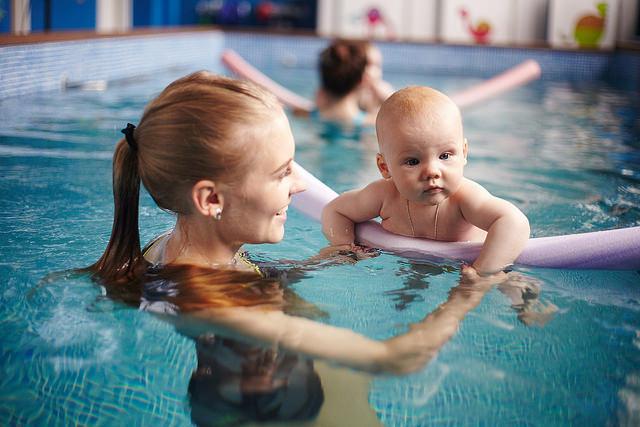 Плавание для грудничков: советы родителям