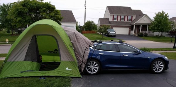 Электромобили Tesla получат режим «вечеринки»