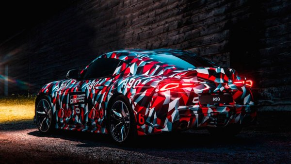 Новую Toyota Supra покрыли уникальным камуфляжем от военного линкора