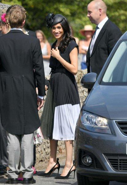 Проявила неуважение: Меган Маркл в траурном наряде появилась на свадьбе друга принца Гарри