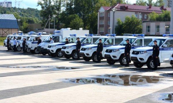 Сотрудникам УМВД Пензенской области вручили ключи от новых УАЗ «Патриот»