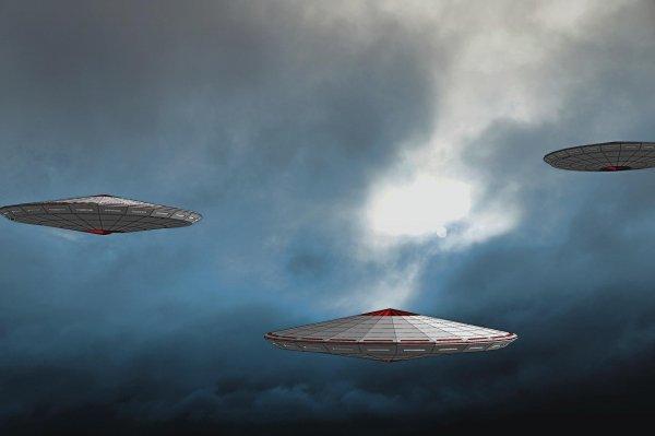 В Канзасе в новостном выпуске появился сверкающий НЛО