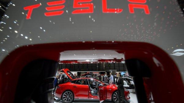 Apple принимает уволенных сотрудников Tesla на работу