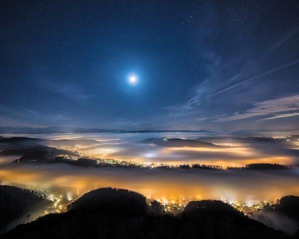 Таинственный свет в ночном небе напугал жителей Австралии