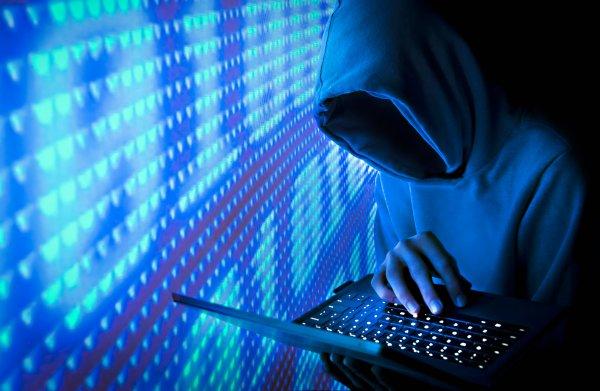 Хакера, слившего в сеть голые фото Дженифер Лоуренс, осудили