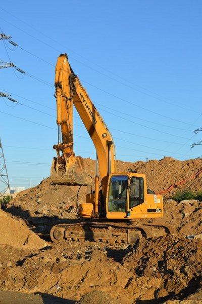 Жители Кишинева преградили дорогу строительной технике