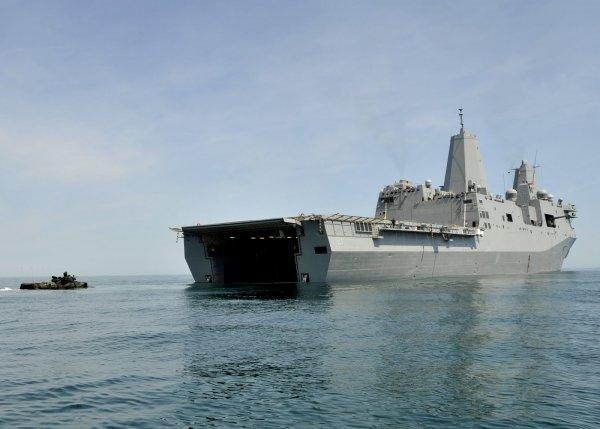 Китай возмутился тем, что британский корабль прошел вплотную к его берегам