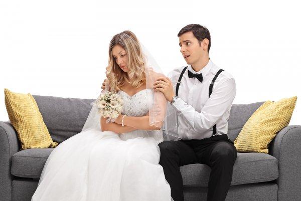 Друзья невесты отказались платить 3 тысячи долларов за вход на свадьбу