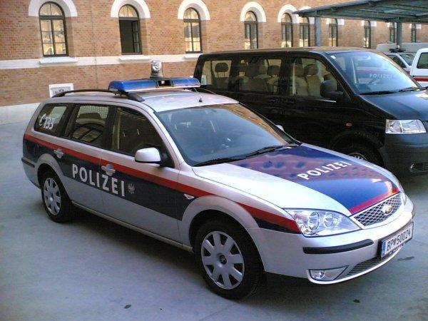 В Австрии в аварии с участием автобуса и поезда погиб человек