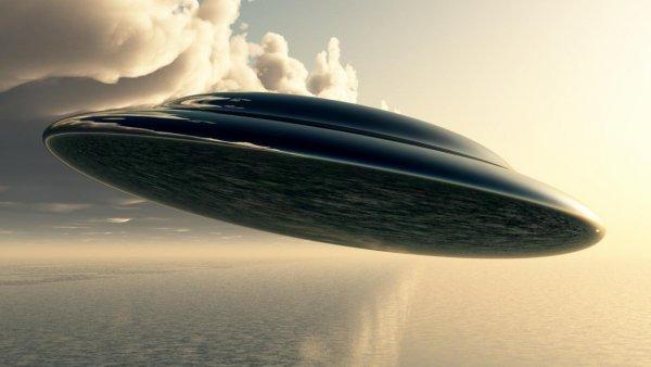«Атака началась»: Огромный НЛО максимально близко приблизился к людям - уфолог