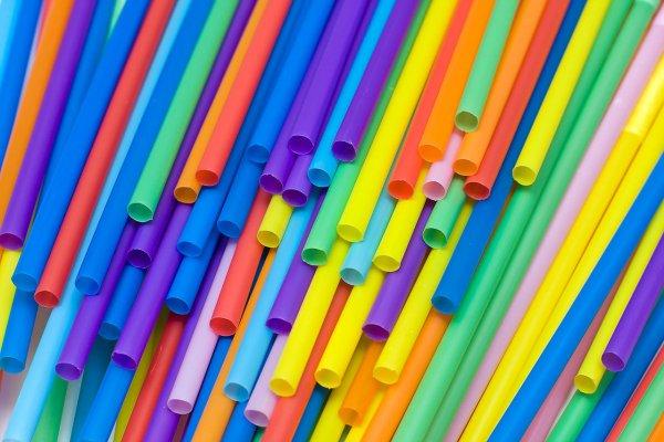 В Калифорнии утвержден законопроект об ограничении использования пластиковых соломинок