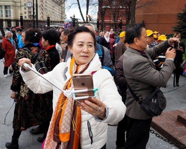 Туристов из Китая научили, как следует вести себя в России