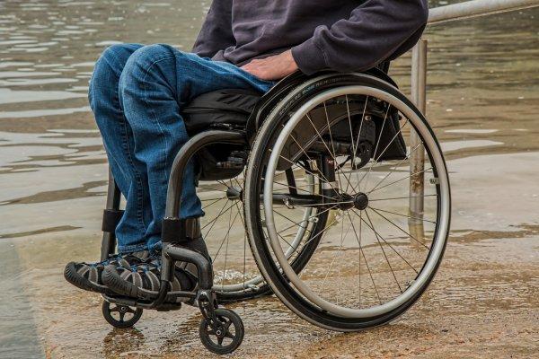 В Британии 46-летняя мать осталась парализованной из-за «сексуальной катапульты»