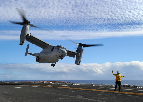 Вертолёт ВМС США упал на авианосец в Филиппинском море