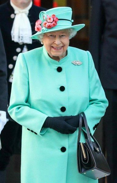 «Миддлтон в гневе!»: Королева на Рождество пригласила мать Меган Маркл – СМИ