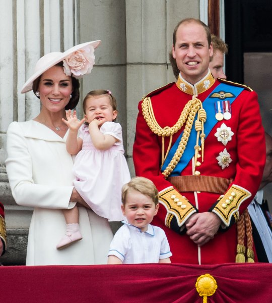 «Миллионы для Джоан Роулинг»: Фанатами Гарри Поттера стали члены королевской семьи – СМИ