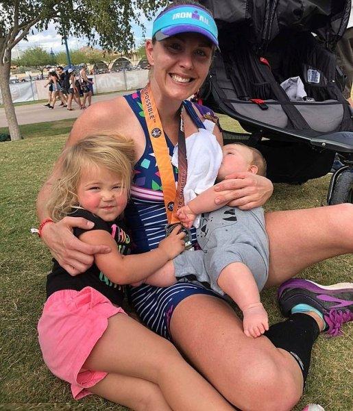Американка откачивала грудное молоко во время дистанции триатлона
