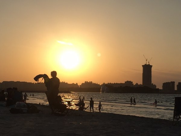 «Возникла во время заката Солнца»: Туристы в ОАЭ запечатлели появление Нибиру – сеть