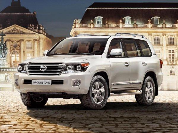 Превращаем «Крузак» в «Теслу»: «Прокачку» Toyota Land Cruiser 200 показал «тюнер-сексист»
