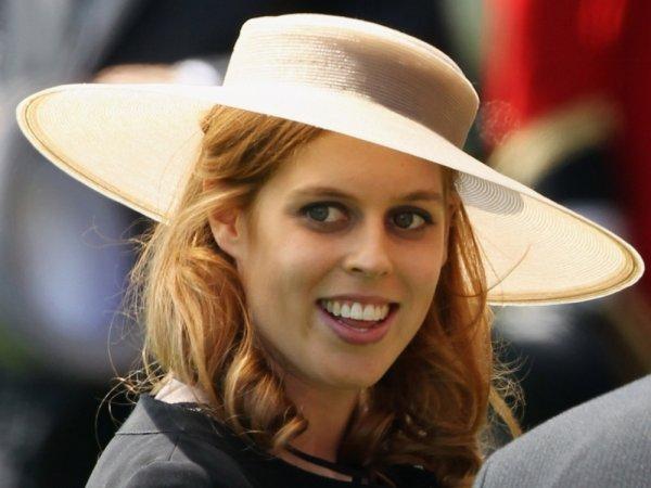 Внучка королевы Елизаветы II закрутила роман с разведенным миллионером