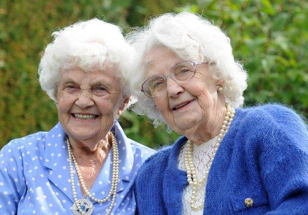 102-летние близняшки из Великобритании отрыли секрет долгой жизни