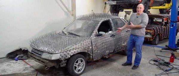 «Десятка-дикобраз»: Блогеры «поиздевались» над ВАЗ-2110, покрыв его кузов 5 000 гвоздей