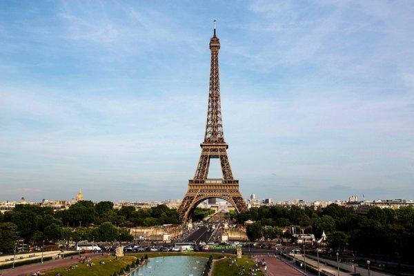 В Париже закрыли Эйфелеву башню из-за манифестаций