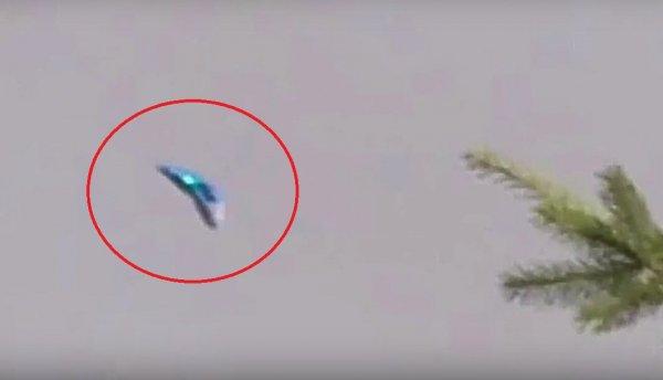 В небе Лондона очевидцы заметили треугольный звездолет инопланетян