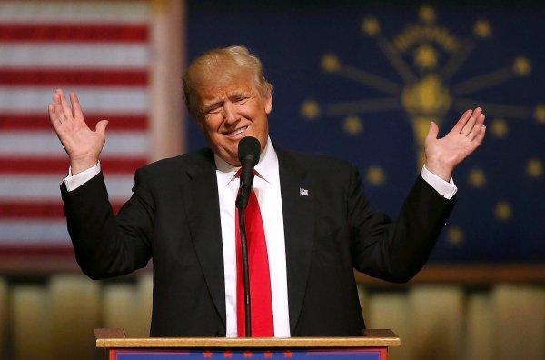 Дональд Трамп поиздевался над Джеффом Безосом, назвав его развод лучшим подарком