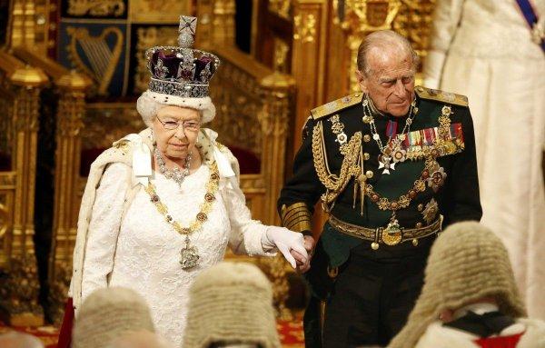 Британцы требуют не пускать королевских особ за руль после ДТП принца Филиппа