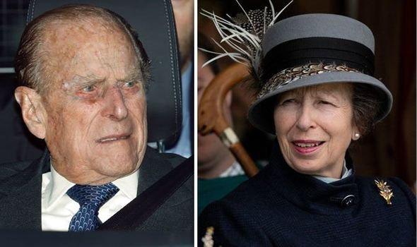 «Я понятия не имею!»: Дочь королевы Елизаветы не интересуется здоровьем отца после автокатастрофы – СМИ