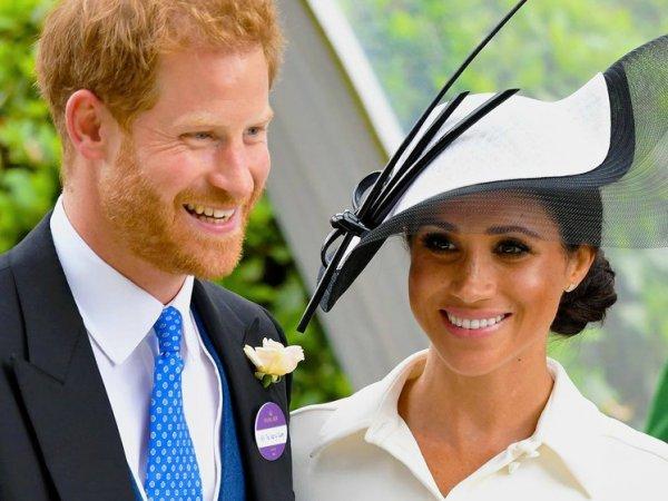 Не королевское поведение: Принц Гарри показал язык детям-инвалидам