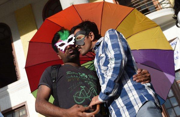 Индия декриминализировала гомосексуальные связи